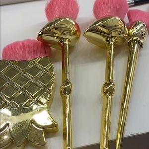 Tarte pineapple brush set